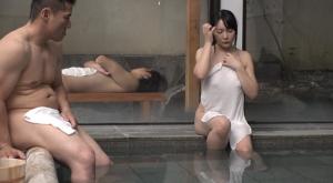 【混浴温泉でご近所の美熟妻と二人きり】のアダルト天国を見る