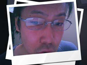 レンズデザインはいたってシンプルで『眼鏡』って感じです。フォーマルでもカジュアルでも対応できます。そして遠近両用にもバッチリです☆