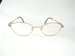 Daniel Swarovski crystal eyewearダニエルスワロフスキーを贅沢にも装飾したメガネです♪