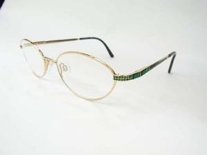 こんなにも美しく輝く眼鏡を知っていましたか?このダニエルスワロフスキーアイウェアの凄さを知って下さいまし♪