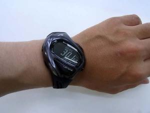 実際に腕に装着するとこのカッコイイデザイン性がお分かりになるかと思います☆ ランワン300