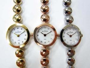 文字盤には高級クリスタルで有名な【スワロフスキー】が装飾されてます! 通販 荒川時計店