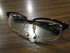 フォーナインズのサングラスラインのフィールサンから発売されているF-01Mだ☆
