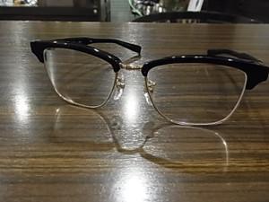 普通の眼鏡として色なしでもカッコいいこのF-01M♪