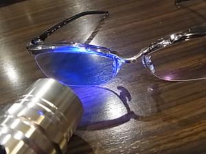 それでは早速このカッコいい眼鏡にスモールライトを・・・