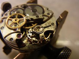 ここが心臓部ですから!これを丁寧にしっかりと洗浄して、注油して時計が生き返ります!