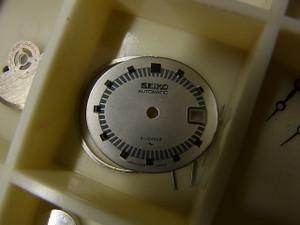 セイコーの自動巻きの古い女性用の時計ですが、この文字盤のクラシカルさがめっちゃ可愛いですよね♪