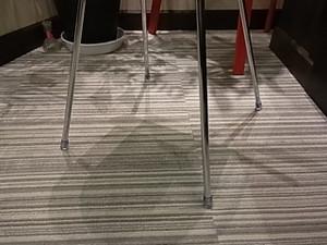スタイリッシュなシルバーの4本足がっ!?
