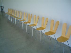 21世紀美術館を設計したSANAAの二人がデザインした椅子なんです☆