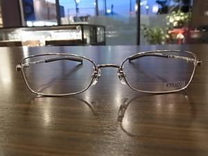 2013年フォーナインズ眼鏡フレーム最新作の一発目は『S-140T』になります♪