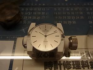 シンプルで高級感漂うWALTHAMの腕時計♪