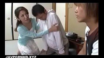 【正常位中だし無料動画】悪い男に引っかかってしまった息子を助ける為に母が不良に犯される!