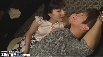 【jyukunenn夫婦無料動画】男性の顔を見つめながら男性を責めあげる痴女奥様のガン突きセックス!!