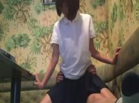 【隠しどり投稿サイト動画】お金がない学生カップルがカラオケルームでカメラに撮られてるとも知らずにセックスを初めちゃう!