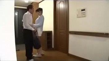 【夫婦の営み個人撮影】仕事から帰って来た夫のチンポを即尺して玄関でセックスを求ちゃう若妻さんw