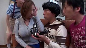 【まましょた動画】息子のお友達達にオナニーを見られてしまった母が少年たちの肉便器にされちゃう!