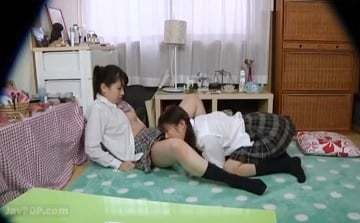 【女子校生レズ】友達が同性愛者のレズビアンだと知らなかったお友達が家でレズられちゃった!