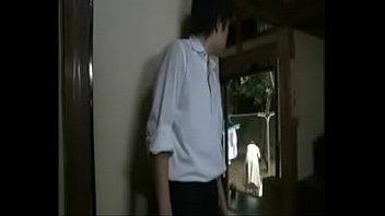 【近親相関の無料動画】お母さんの不倫現場を目撃してしまった息子がそれをネタに母を揺すって・・・。