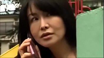 【息子の友達 母 動画】息子の同級生とこっそり密会してはSEXで絡み合っちゃう41歳母親駆け落ち!