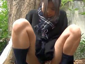 【o万ko動画】オナニーして愛液でドロドロになったイッた後のオマンコを開いて見せてくれる素人娘