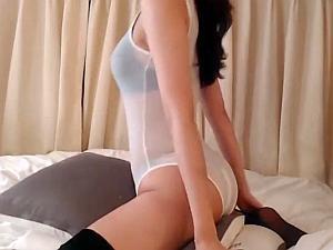 【こすりつける 動画】スケスケのめっちゃイヤラシイ格好をしたお姉さんが擦り付けオナニーを披露します!