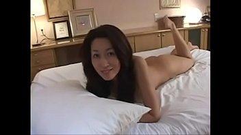 【母と息子のそうかん動画】お父さんに見つからないように息子と一緒にラブホテルで激しく近親セックスに酔いしれる淫乱母