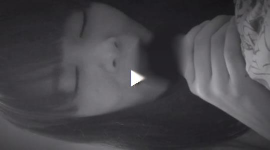 【ウラビデライフ/の動画】スマホを使って彼女のフェラチオを撮影したぞ!今って白黒でも撮影できるのな!