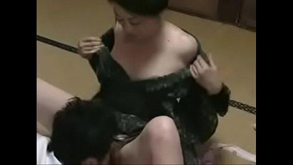 【義母と婿の密通】バイブを使ってオナニーをする義母をみてしまった義理の息子が欲情してしまい・・・。