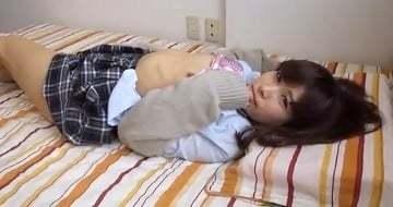 【隠し撮りの個人映像】彼氏が居るのに彼氏だけじゃ満足できずにセフレを作ってやっちゃうヤリマン女子校生のハメ撮り映像!