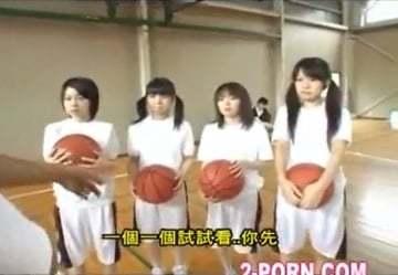【マチコのおすすめ)】バスケ部の女子校生達が臨時コーチの指導を受けた結果がこちらですw