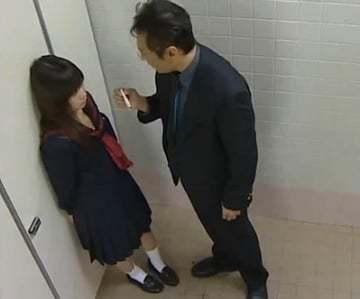 【隠し撮り 体操 先生】トイレの中でたばこ吸って見つかってしまった女子生徒が先生にホテルに連れていかれパコられちゃう!