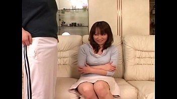 【エッtina動画 女性向け】男性のオナニーを見てたら興奮を抑えられずに目の前でオナニーを初めちゃう熟女さんw