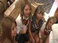 【中だし無料動画 ギャルfc2】4人のヤリマン黒ギャル女子校生が一人のおじさんのチンポ使って遊んじゃいますw