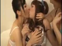 【ナンパ erovideo】渋谷でレズビアンに声を掛けれられた素人娘さんが女性同士のエッチを初体験!