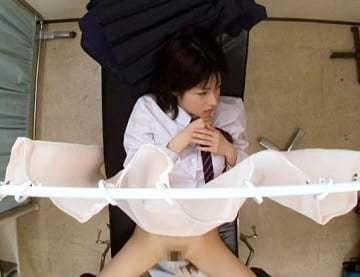 【女子校生の動画】生理不順で婦人科を受診した女子校生が悪徳医師に初心なマンコを弄ばれる!