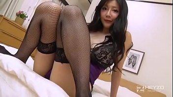 【せくし-下着 夜】紫のセクシーランジェリーが良く似合う三十路の熟女さんがモザナシAV出演!