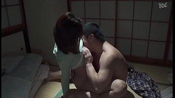【奥さんガードル動画】和室の部屋で62歳のお爺ちゃんと不倫セックスを楽しんじゃう淫乱妻!