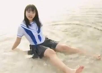 【過激なiv 無料動画】まさに清純無垢な女子校生のイメージビデオがめっちゃエロくて破壊力があってヤバいです!