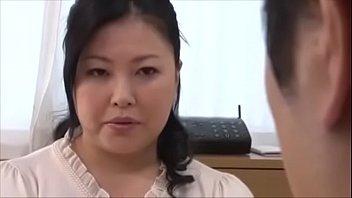 【娘婿との無料動画】日本のお母さんが娘の彼氏を誘惑して中出しSEXで欲求を満たしちゃう一部始終!