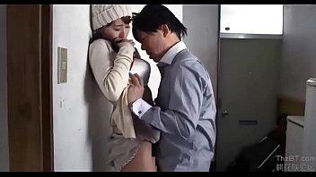 【若妻の不倫動画】出産したばかりなのにお構いなしに家に不倫相手を呼んでセックスを楽しんじゃう不貞妻!