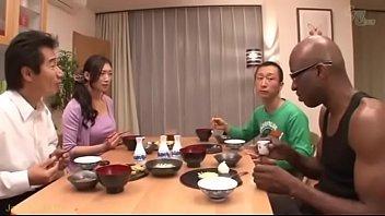 【人妻の動画無料で】日本にホームステイでやって来た黒人さんのデカチンの快楽に溺れて・・・。