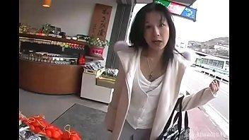 【40代の動画】四十路の熟女さんがオマンコにローターを仕込んだままお買い物に初挑戦します!