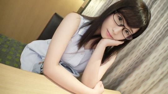 【素人初撮り動画】メガネが知的エロ差を高める美人な保育士さんが一回限りのAV出演!!