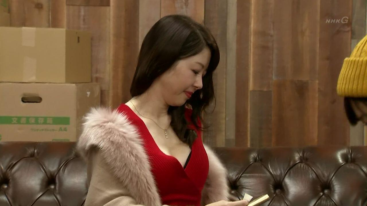 女優・堀内敬子 コントで谷間を見せつける!!wwwwwww