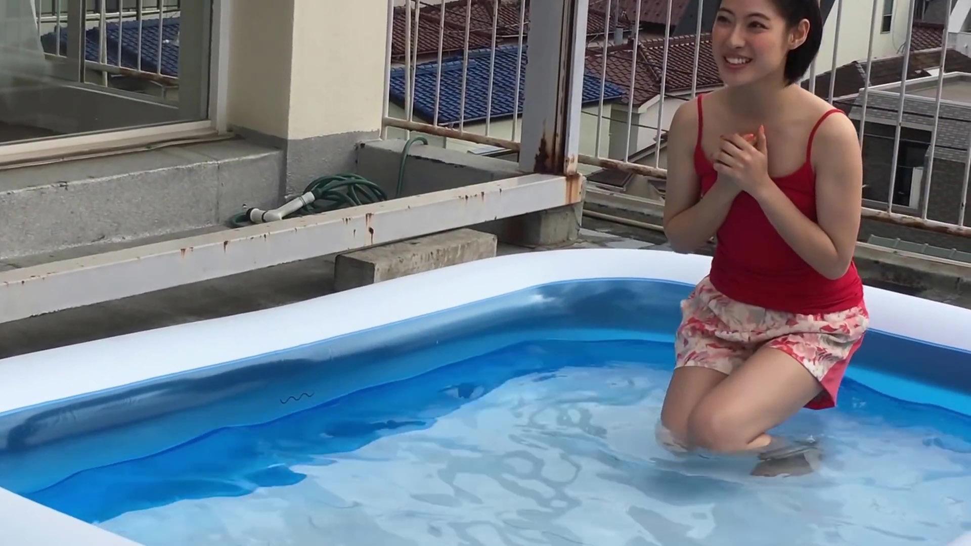 瀧本美織 プールで谷間!!wwwwww【カレンダー撮影】