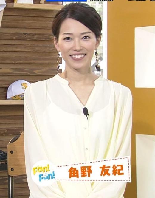 角野友紀アナ キャミソールが透けたシャツ