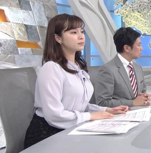 角谷暁子アナ 突き出したデカい横乳