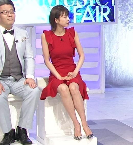 加藤綾子 おっぱいと脚がエロい衣装