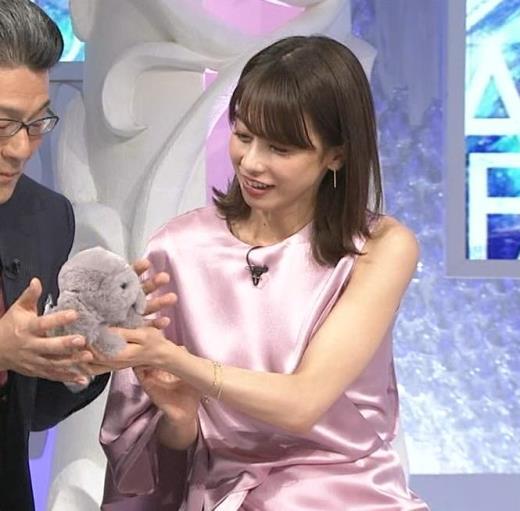 加藤綾子 片腕だけ出してるのが意外とエロい
