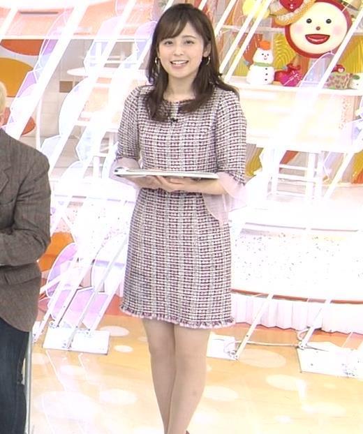 久慈暁子アナ スカートが短くて太ももチラリ